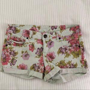 Floral denim shorts 🌸